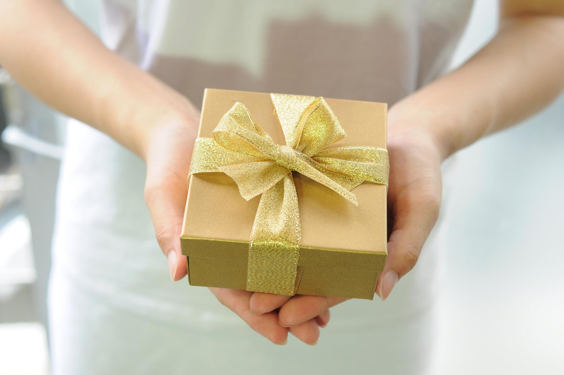 初任給,プレゼント,お世話になった人